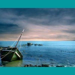Kıyıda Batık Tekne